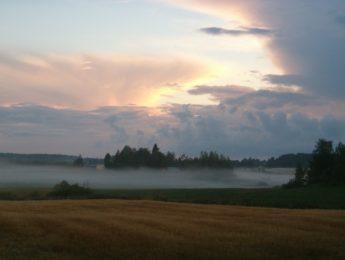 Elokuinen ilta, kuvannut Matti Leiviskä
